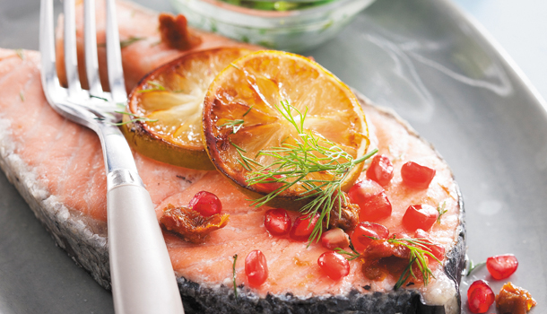 Recette Darne de saumon aux tomates séchées, grenade & sauce à l'aneth